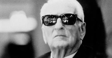 - Enzo Ferrari nel suo ufficio.