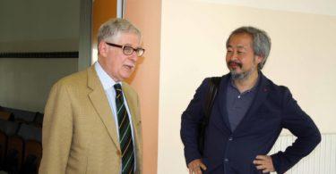 Al termine dell'incontro, l'Ing. Enrico Fumia (a sinistra), con il giornalista giapponese ed owner Maserati, Shinichi Ekko, giunto a Modena appositamente - PHOTO COPYRIGHT: LORENZO FERRARI