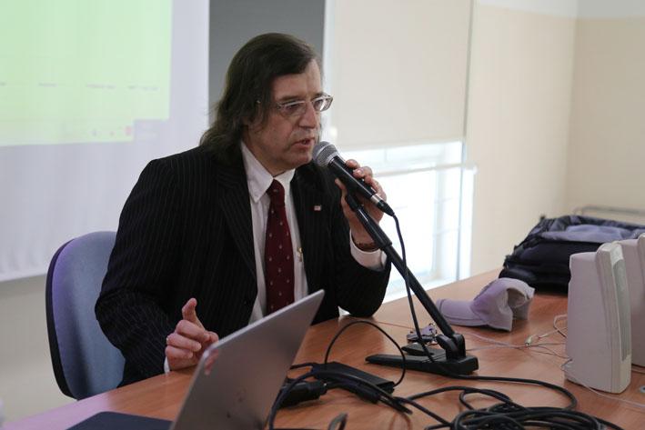 presentazione seminario da parte del Prof. Fabrizio Ferrari - Roberto Brancolini copyright