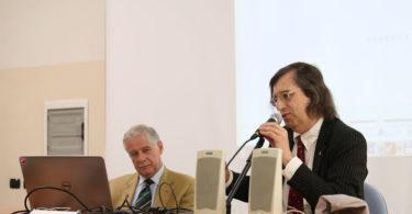 L'Ing. Enrico Fumia, a sinistra, ascolta l'introduzione del Prof. Ferrari - Roberto Brancolini copyright