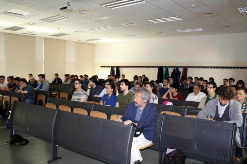 Sala gremita di studenti: si nota anche il giornalista giapponese Shinichi Ekko PHOTO COPYRIGHT: LORENZO FERRARI