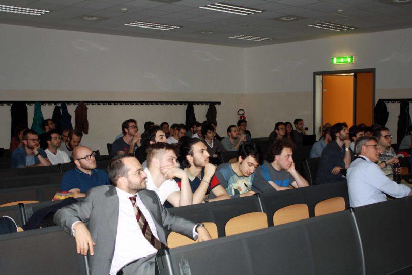 Ancora la sala colma di studenti: in primo piano il Prof. Francesco Leali - PHOTO COPYRIGHT: LORENZO FERRARI