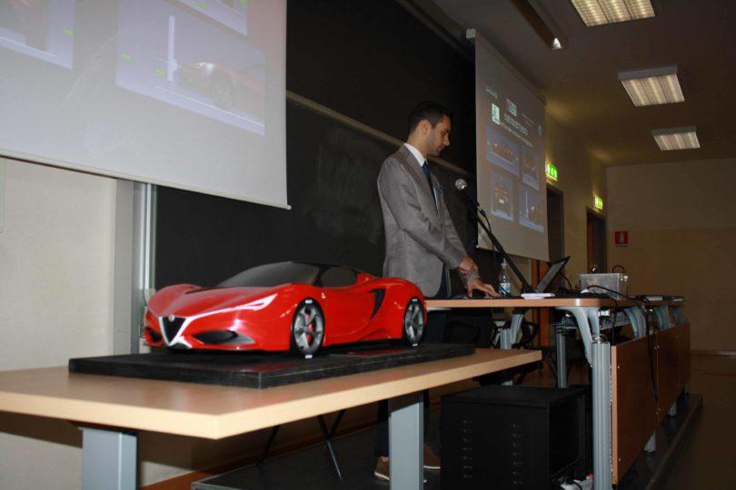 Gianfranco Spano, con il modello, durante la presentazione della Tesi di Laurea Photo copyright: Lorenzo Ferrari