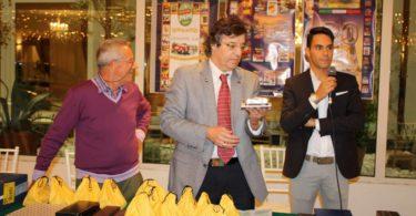 Ristorante Vinicio, Modena: 23 settembre 2016 Premiazioni: Fabrizio Ferrari mostra il Modello realizzato dalal Modelleria Modenese, su design dell'Ing. Gianfranco Spanò (a destra) Photo Copyright:  Lorenzo Ferrari